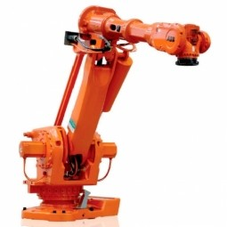 Robot Saves Money and Time for US Custom Molding Company